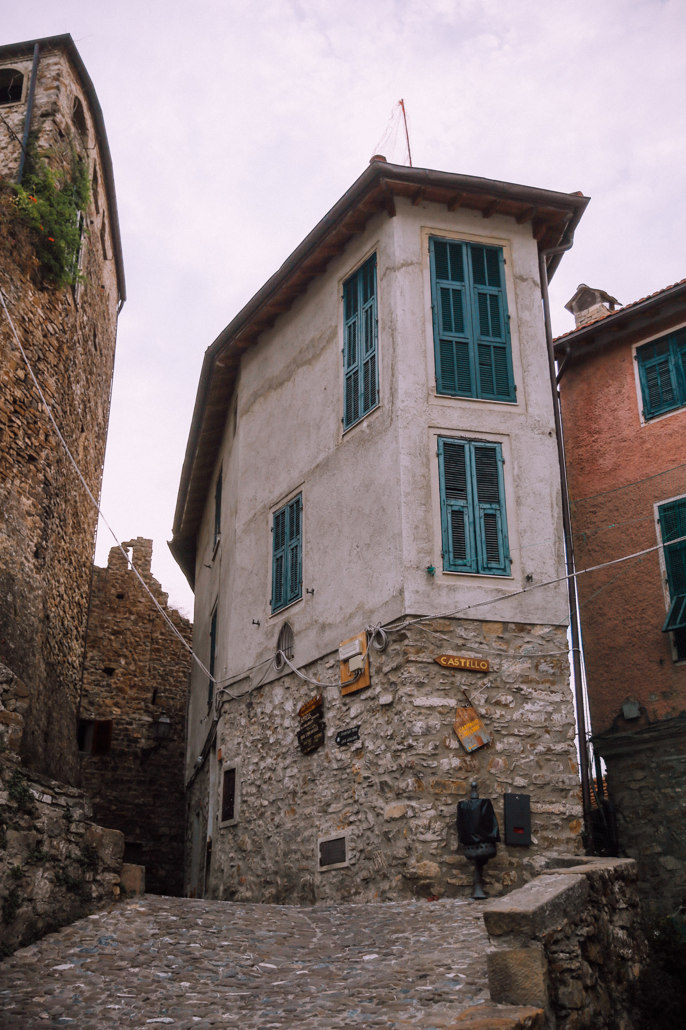 liguria-travel-guide-apricale